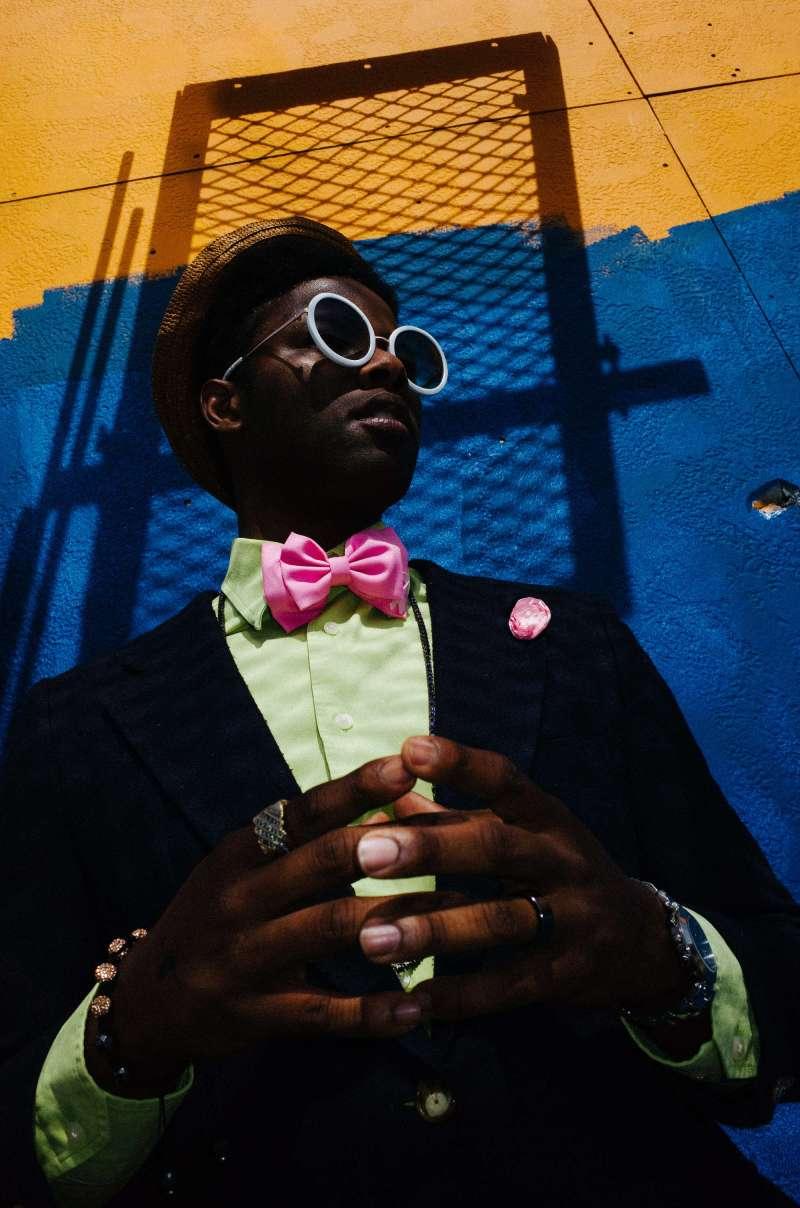 eric-kim-street-photography-color-portrait-hands-new-orleans-10