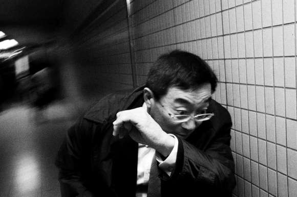 dark-skies-over-tokyo-dodge-leica-m9-2012eric kim street photograpy - black and white - Monochrome-5