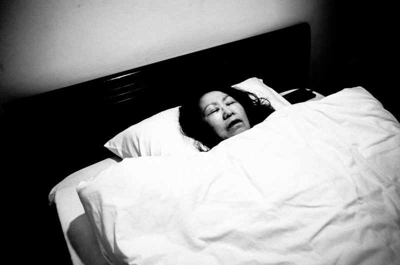 eric kim mom bed death black and white