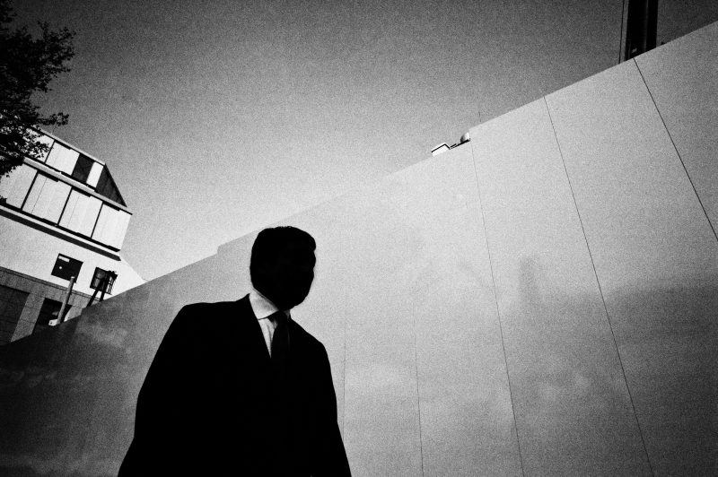 black and white tokyo street photography by eric kim7