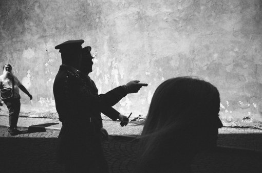 prague-2015-layers-pointing-finger-trix-1600-film-eric kim street photograpy - black and white - Monochrome-16