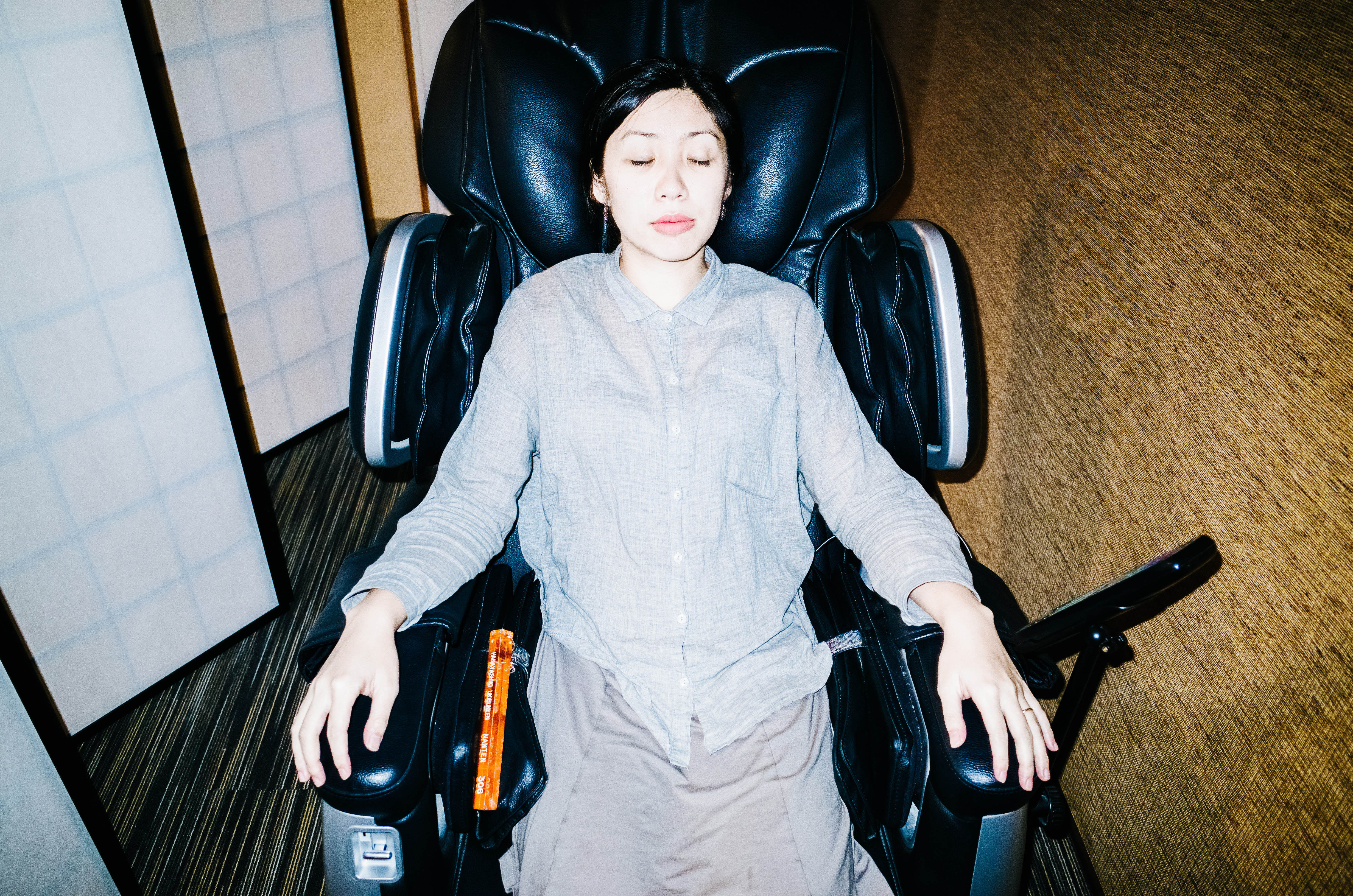 Cindy in massage chair. Uji, Kyoto 2017