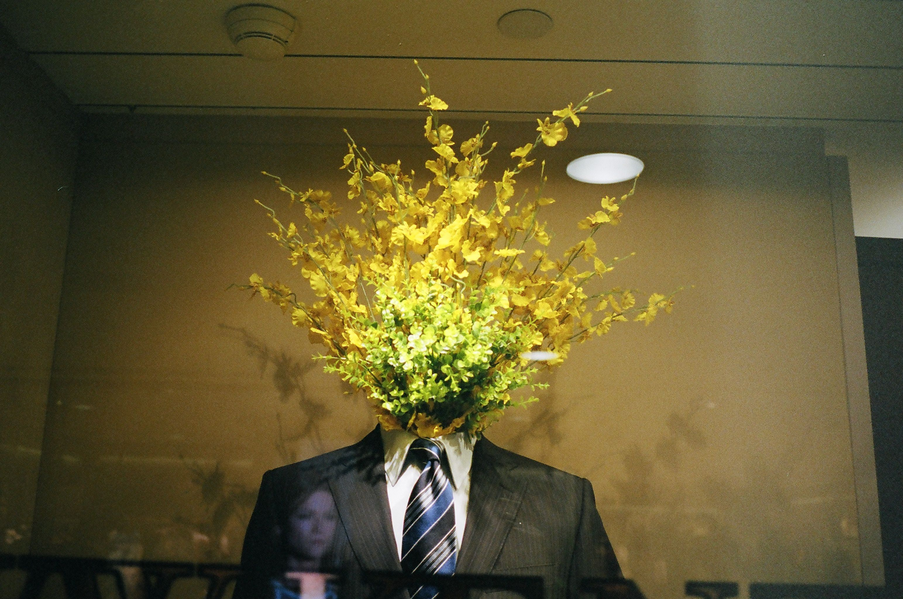 Suit and yellow flowers. Hong Kong, 2014