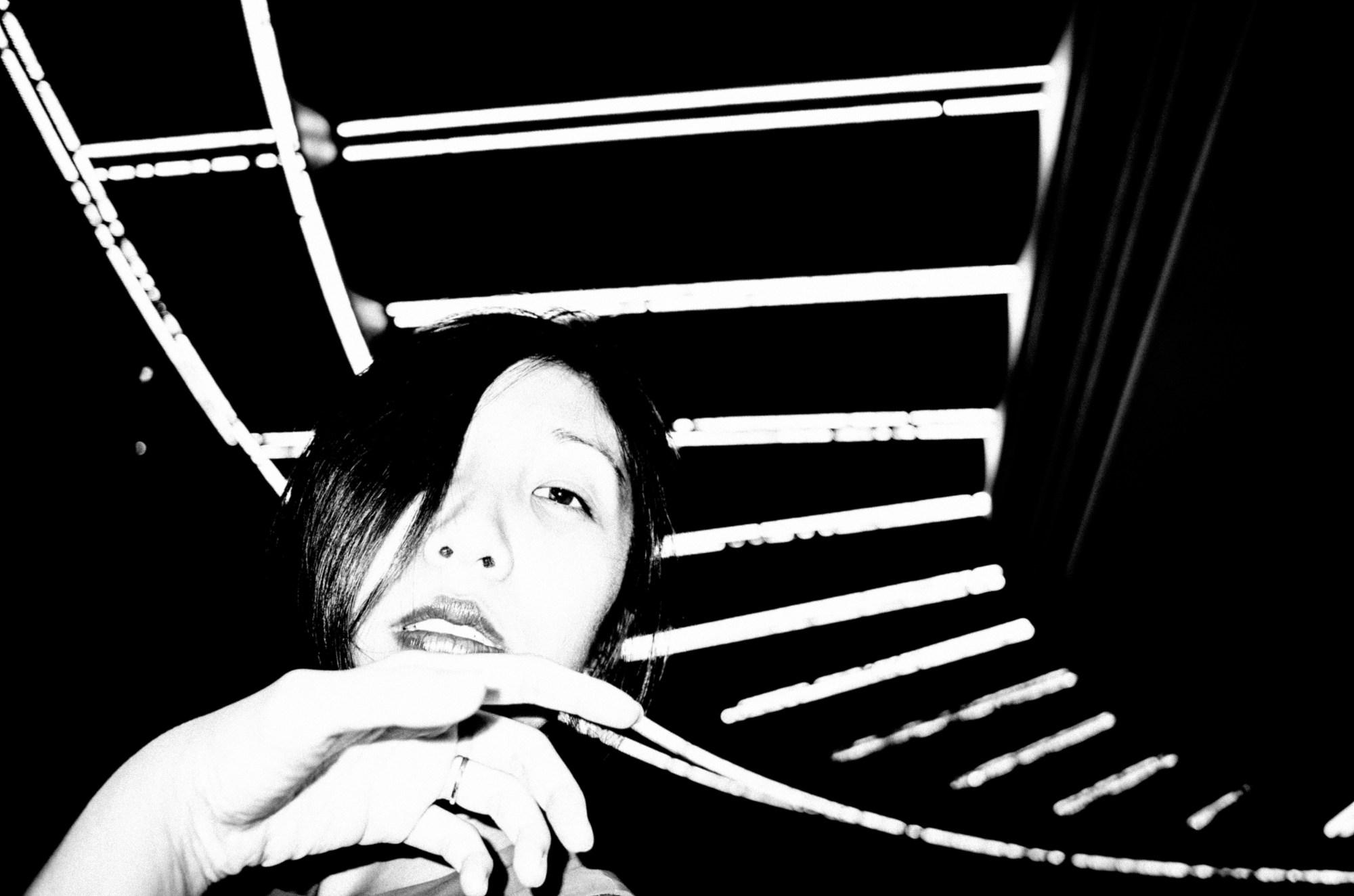 Dynamic CURVE composition. Cindy, curved line, hand, with flash. Saigon, 2017