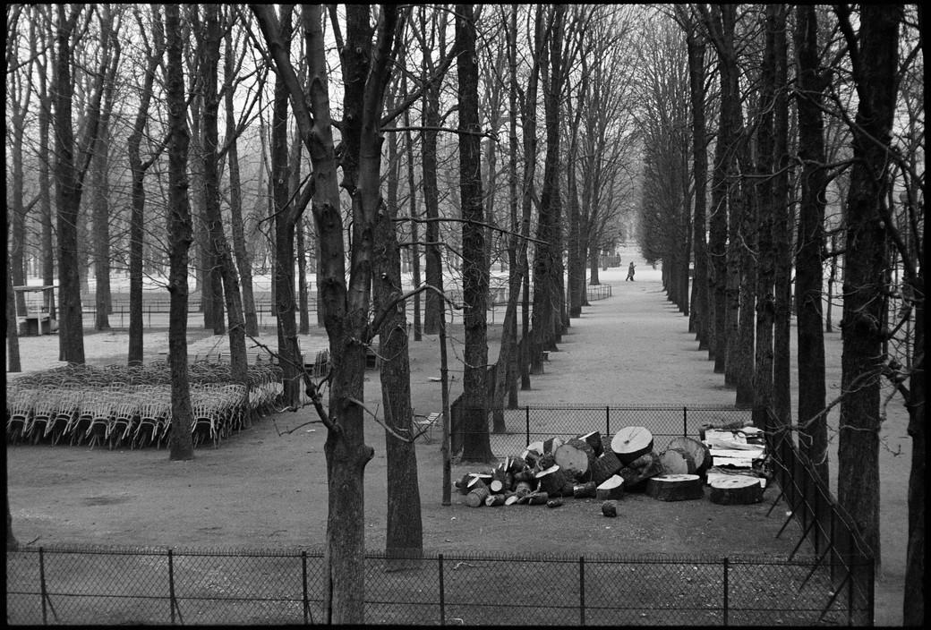 Henri Cartier-Bresson. FRANCE. Paris. The Tuileries Gardens. 1969.
