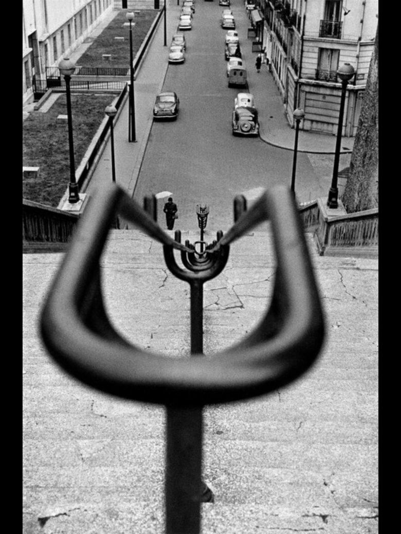 Leading lines. Paris, 1959, Sergio Larrain