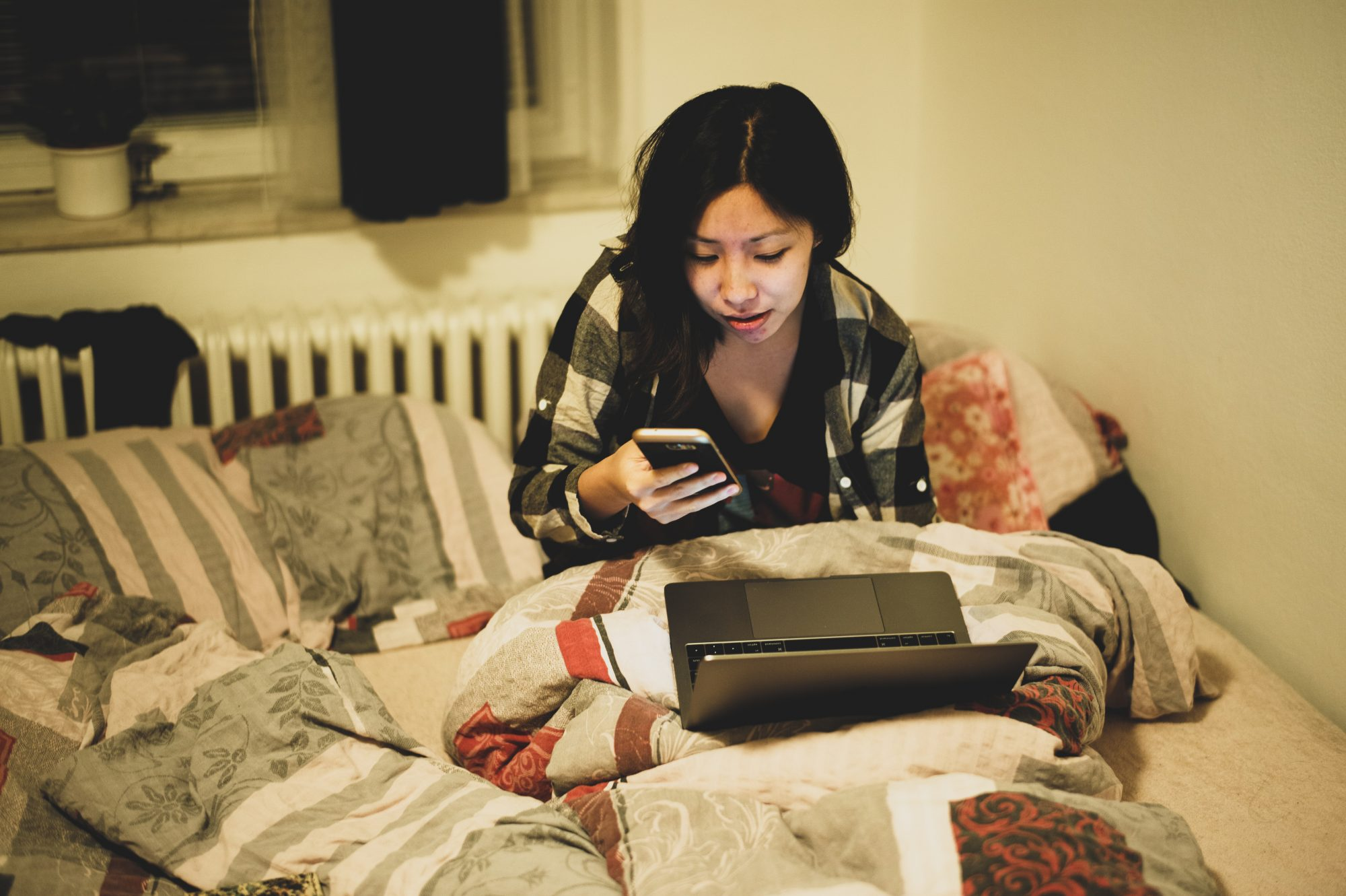 Cindy at work in bed. PRAGUE, 2017