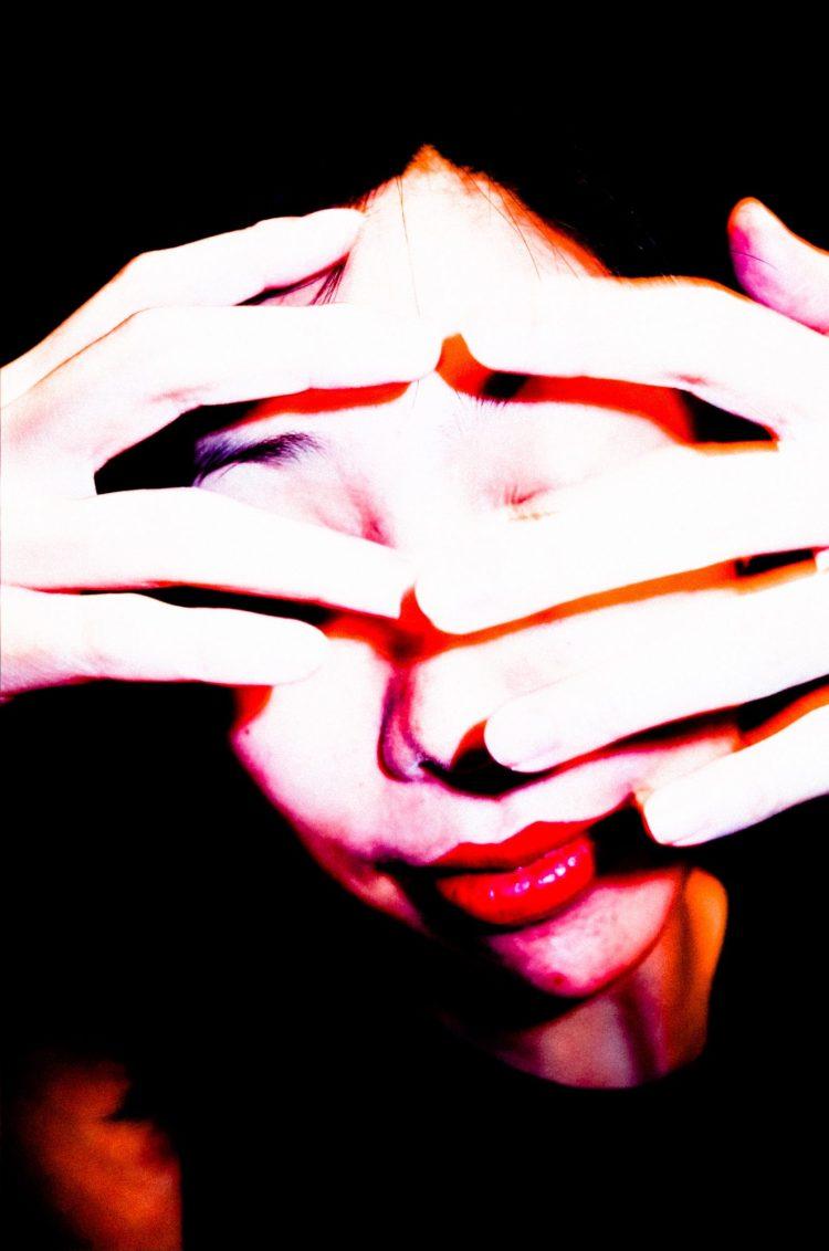 Cindy hands face