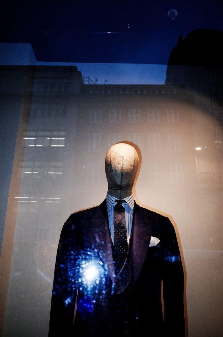 Mannequin suit in London storefront, 2018