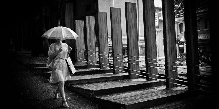 cropped-seoul-2009-umbrella-eric-kim-street-photograpy-black-and-white-monochrome-11374600342.jpg
