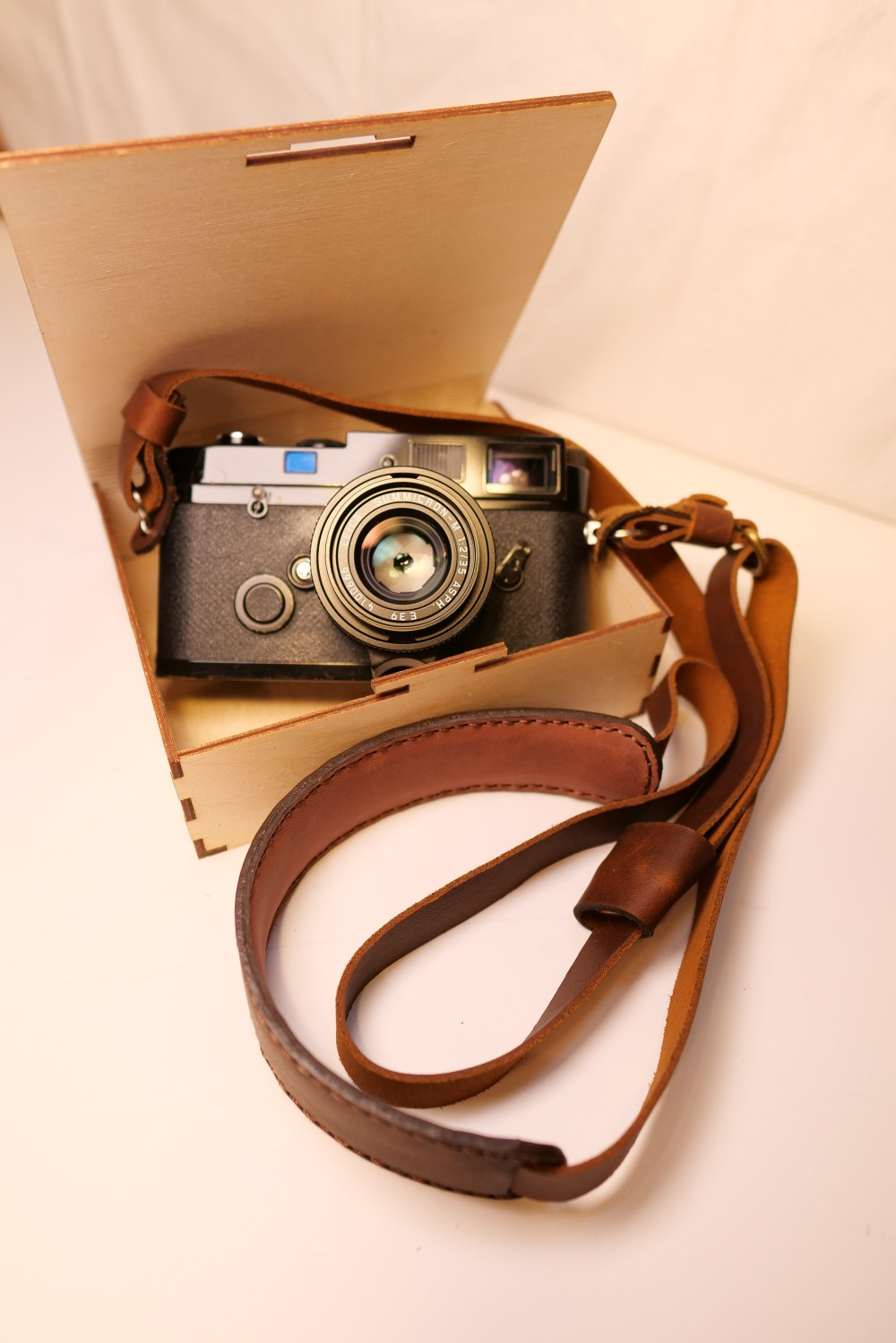 eric-kim-henri-shoulder-strap-crema-brown-box-1068696.jpg