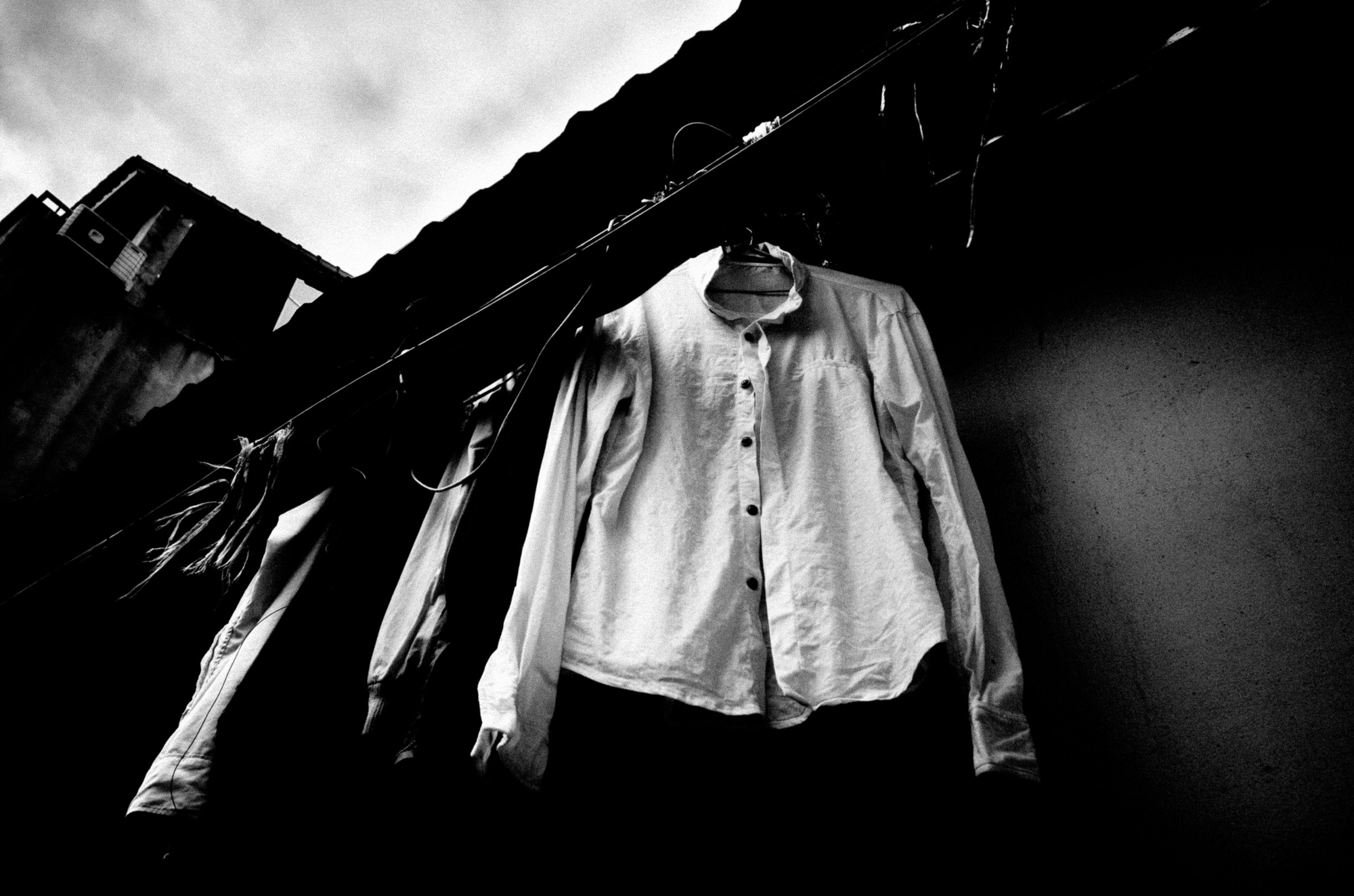 eric kim street photography black and white hanoi-0008829