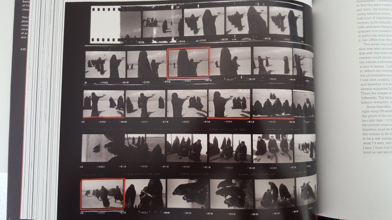 Jean Gaumy contact sheet- women burka - shooting guns3