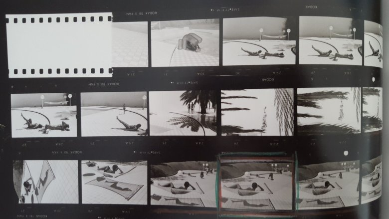 MARTINE FRANCK - contact sheet- boy by pool3