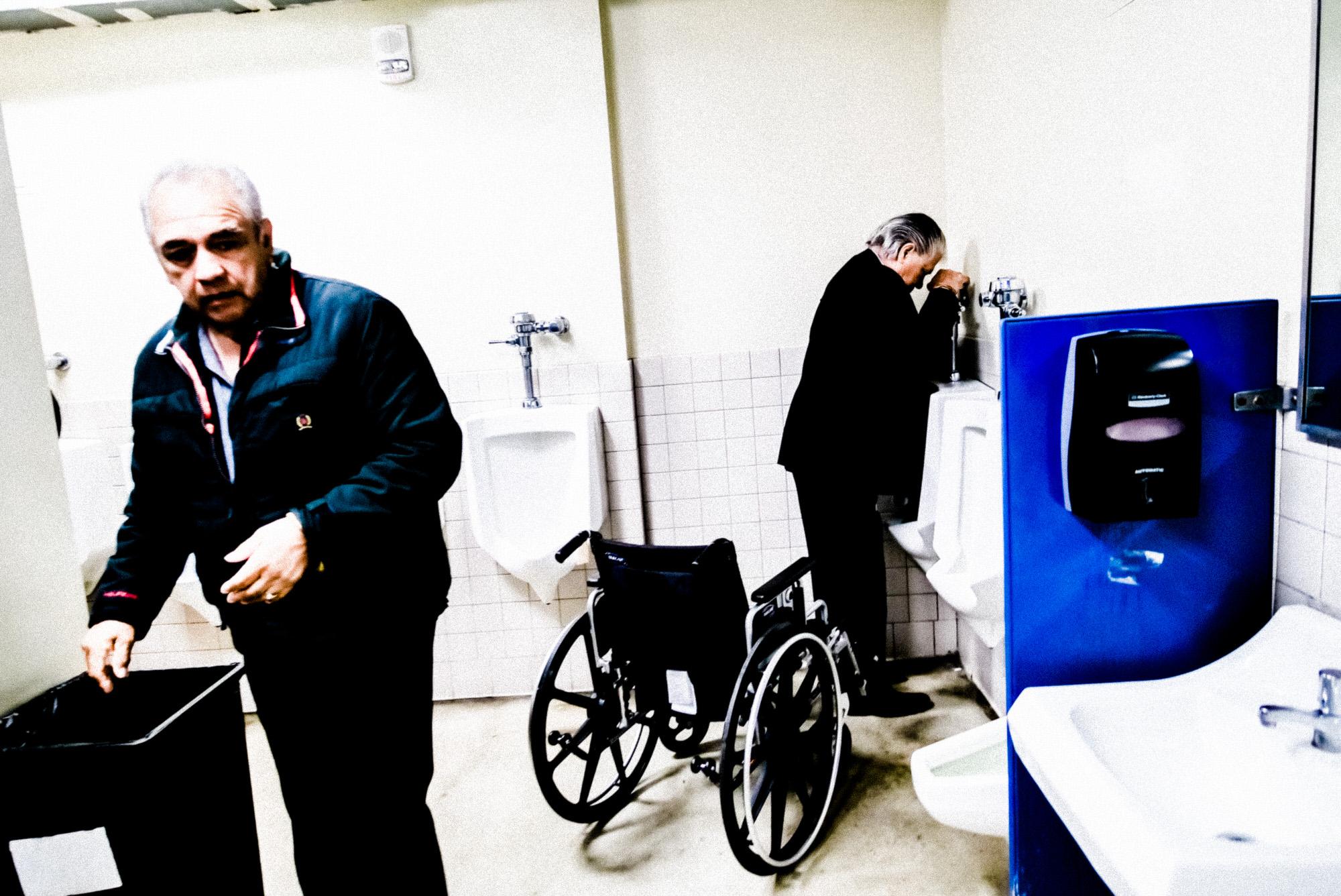 bathroom toilet los angeles suburbs- eric kim photography - 2018-1070231.jpg