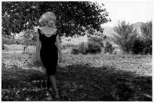 USA. Nevada. Reno. 1960. Marilyn MONROE during the filming of The Misfits ©Inge Morath /Magnum Photos.