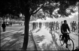 CHINA. Beijing. 1978. 6:30 a.m., Chang An Avenue.