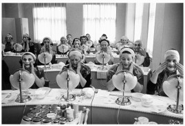 USA. New York. Manhattan. 1958. Beauty class at the Helena Rubinstein Salon. ©Inge Morath/MAGNUM PHOTOS