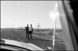 USA. New Mexico. 1960. Hitch hikers on the road from Albuquerque to Gallup.