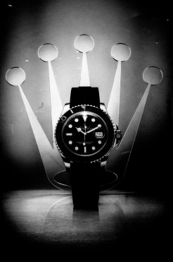 rolex - black and white - eric-kim-black-and-white-street-photography-hanoi-0012281