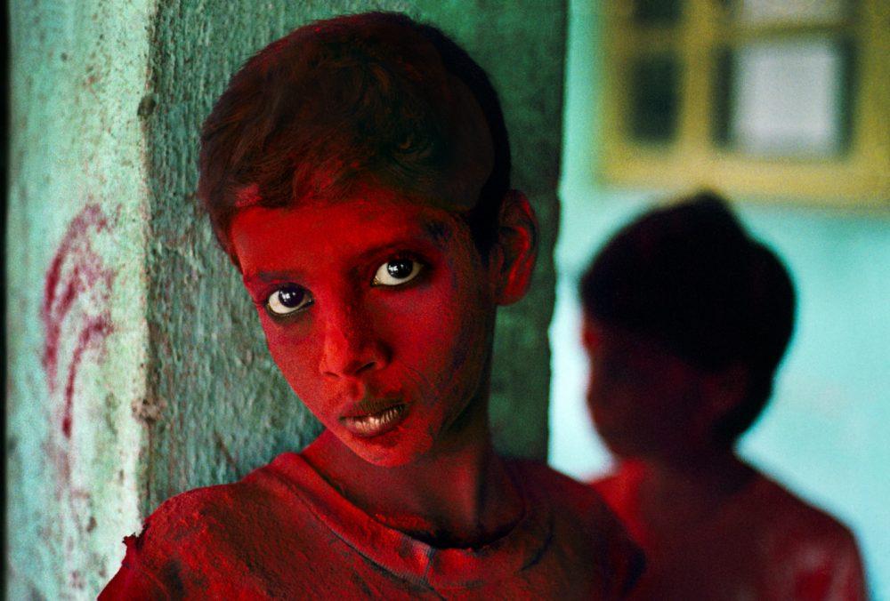 INDIA. Mumbai (Bombay). 1996. Red Boy during Holi festival.