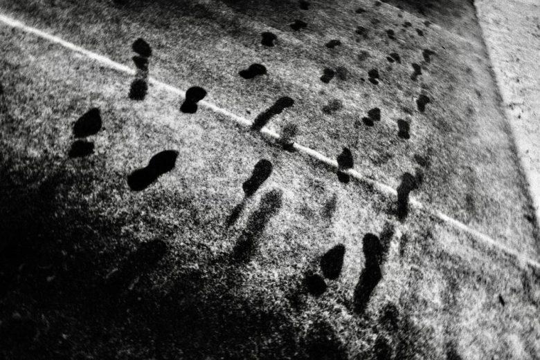 walking feet shadow