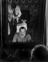 USSR. Moscow. September 1947. Hungarian born photographer Robert CAPA focusing his Rolleiflex in the mirror during a portrait session with American writer John STEINBECK. U.R.S.S. Russie. Moscou. Septembre 1947. John STEINBECK, écrivain américain, photographié par Robert CAPA.