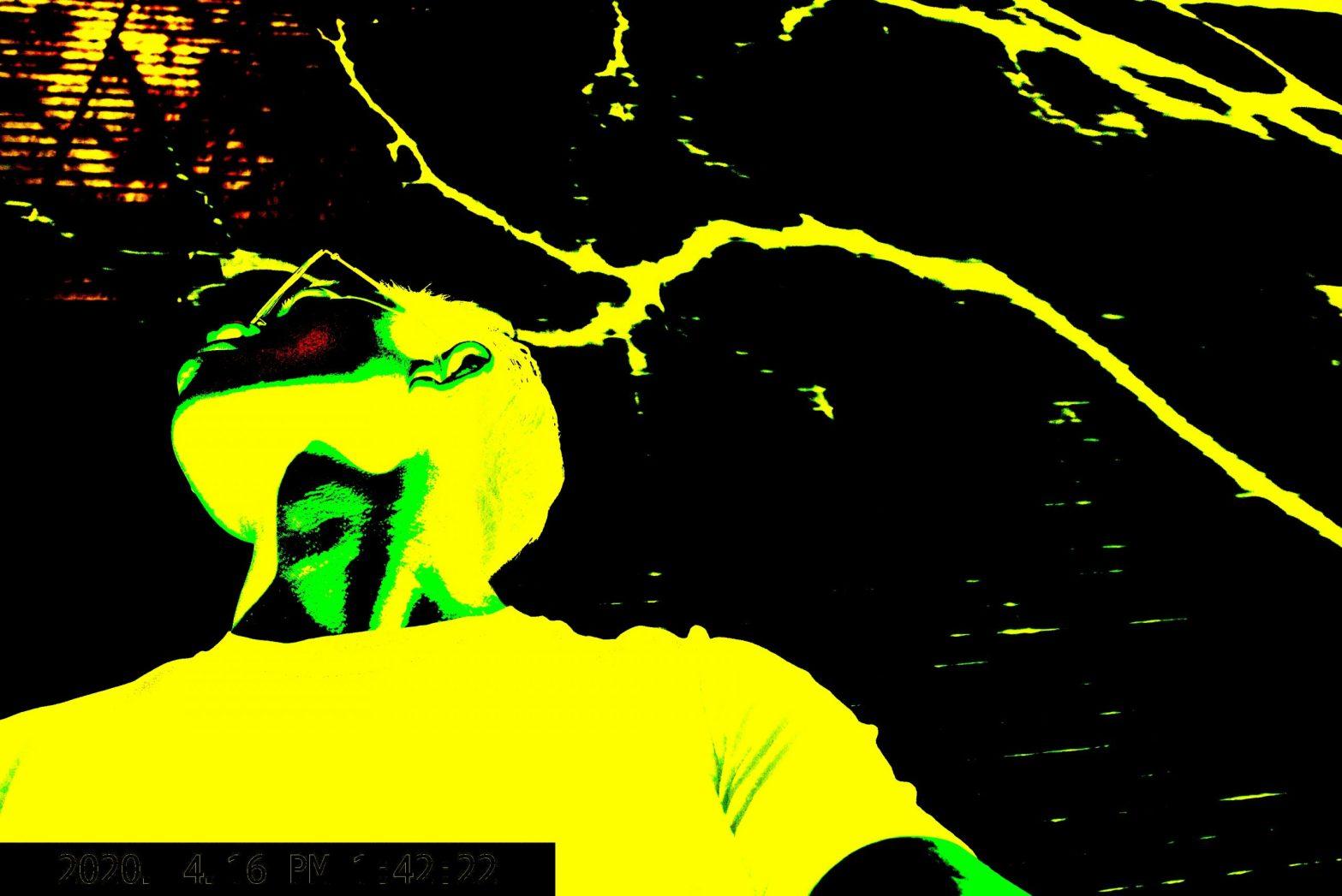 Selfie ERIC yellow