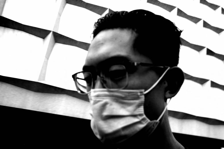 selfie ERIC KIM black mask