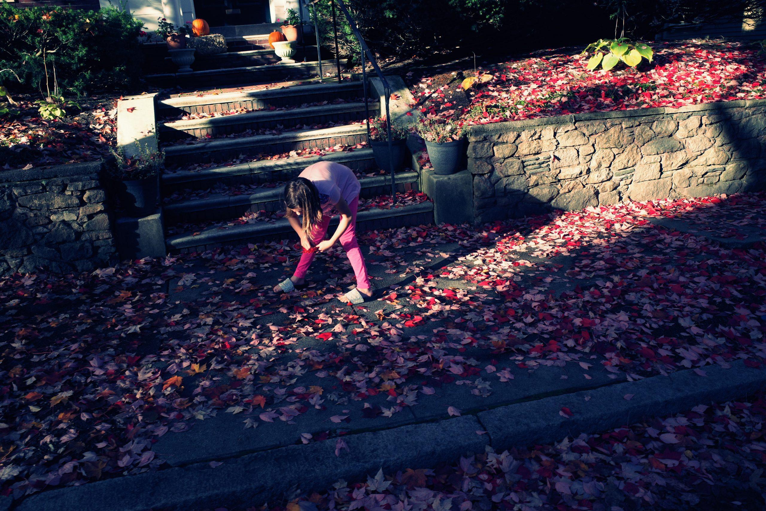 Street photography kid pink