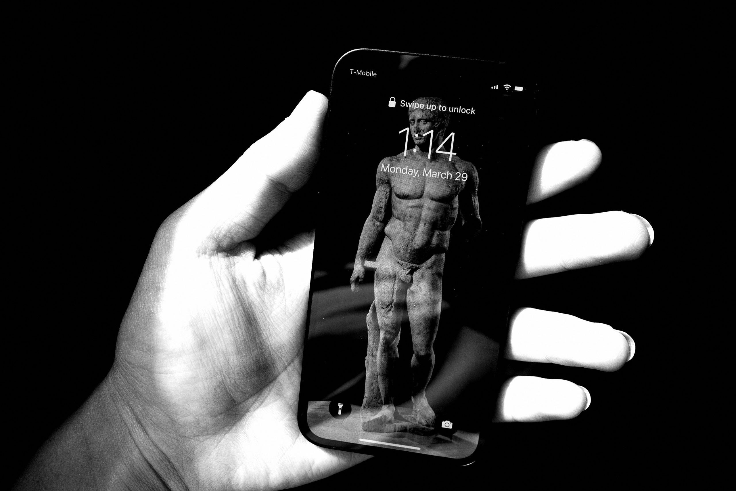 iPhone mini ERIC KIM