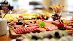 Servez de la viande froide au réveillon pour passer plus de temps avec vos convives !