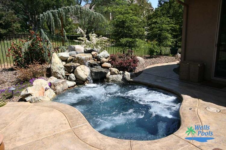 20 Elegant Small Pool Designs For Small Backyard