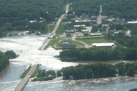dike fails in Columbus Junction Iowa massive flooding occurs