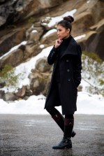all-black-winter-outfit-snow