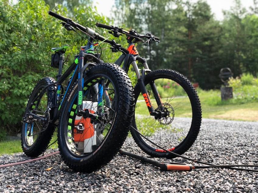 Båda cyklarna rengjorda