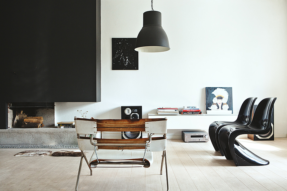 panton s chair plastic adirondack chairs canada crush the black erika brechtel living room design by thomas lingsell photo martin wichardt