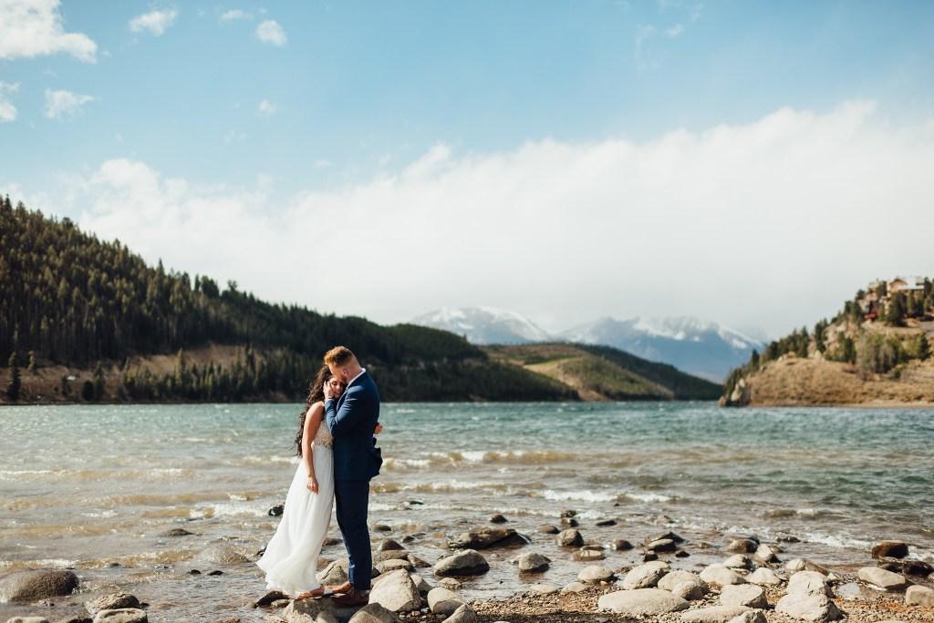 october wedding, first look at Dillon Lake