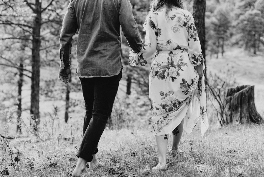Barefoot engagement photos in the summer