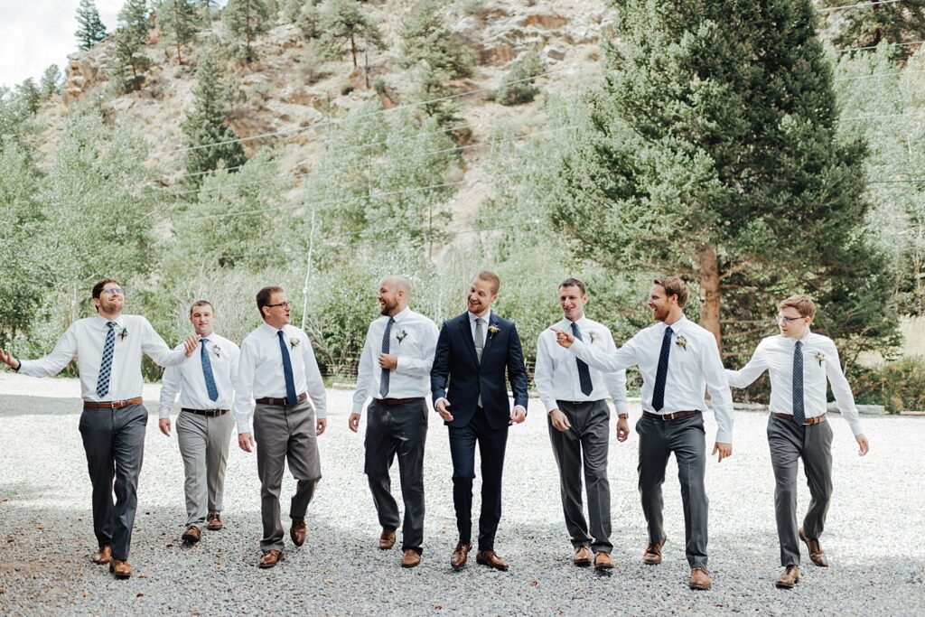 Unique groomsmen photo ideas