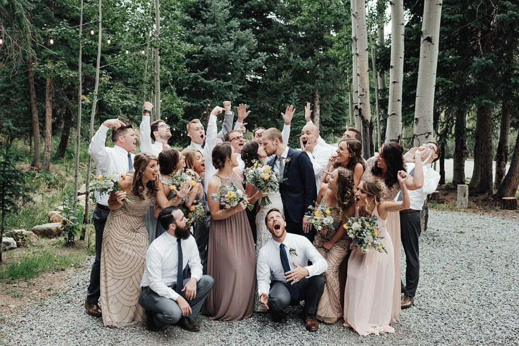 Fun wedding party photo ideas
