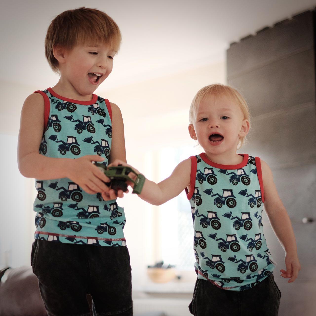 38c0638edb0474 Ik heb alvast wat lente-/zomerstuff geselecteerd voor mijn jongens. Twee  Coq en Pâte T-shirts en tanktops van het Zweedse Maxomorra. Laat de zon  maar komen!