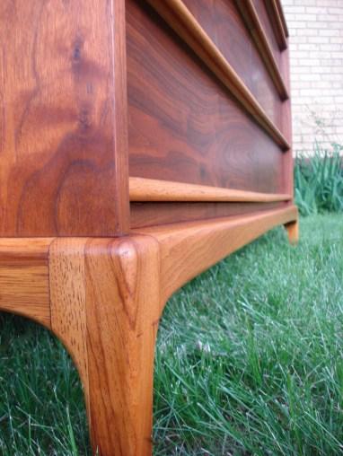 Six Drawer Dresser by Lane Leg Detail