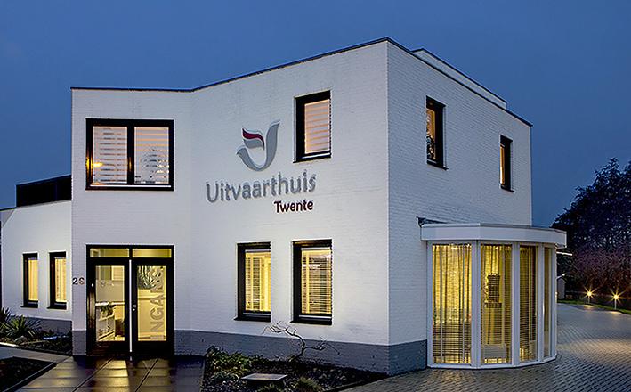 Locatie_Uitvaarthuis Twente avond
