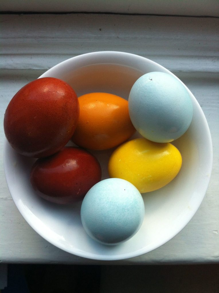 How to make naturally dyed easter eggs