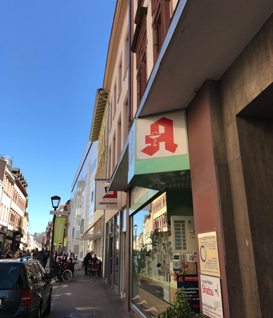 red A apotheke sign (1)