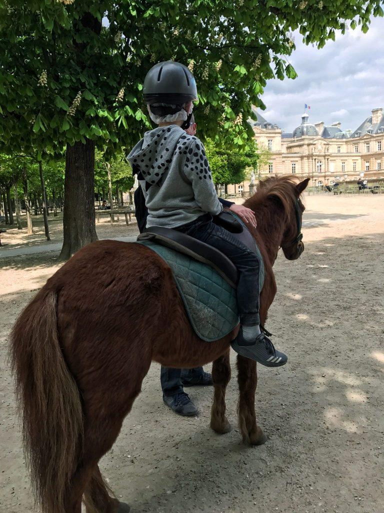 paris with kids – jardin du luxembourg pony rides