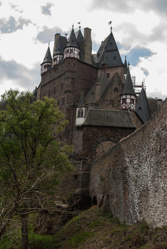 Burg Eltz courtyard exterior 2