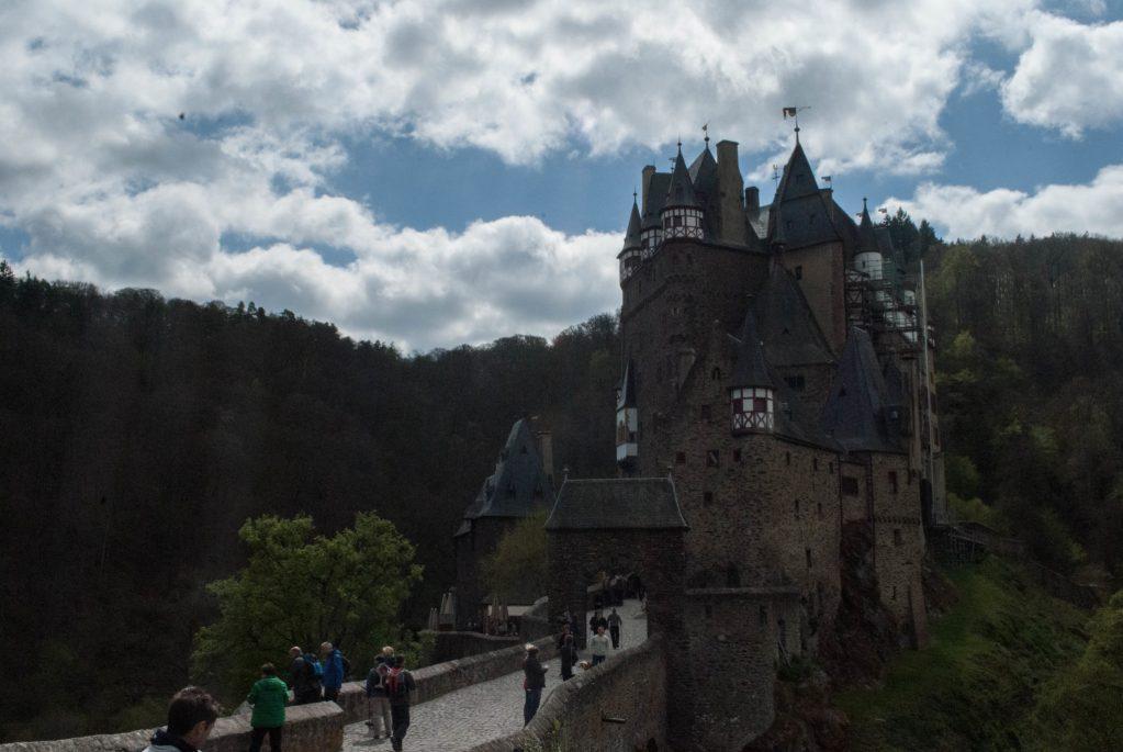 Burg Eltz courtyard exterior 3