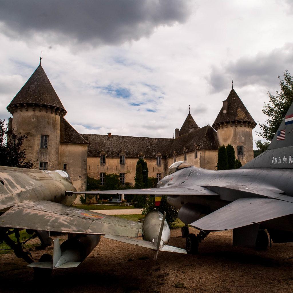 Planes outside Château de Savigny-les-Beaune